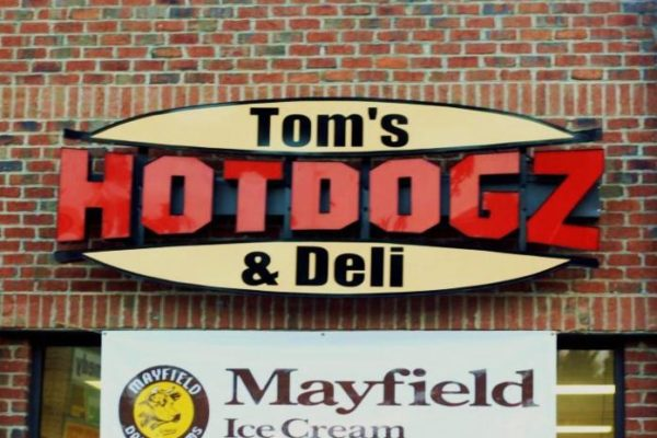tom's dogz and deli